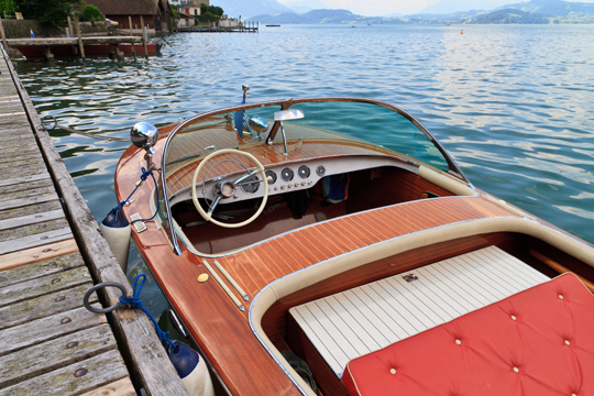 How to Refinish Wooden Boats