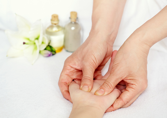 The Benefits of Peppermint Massage Oil - Massage Therapy